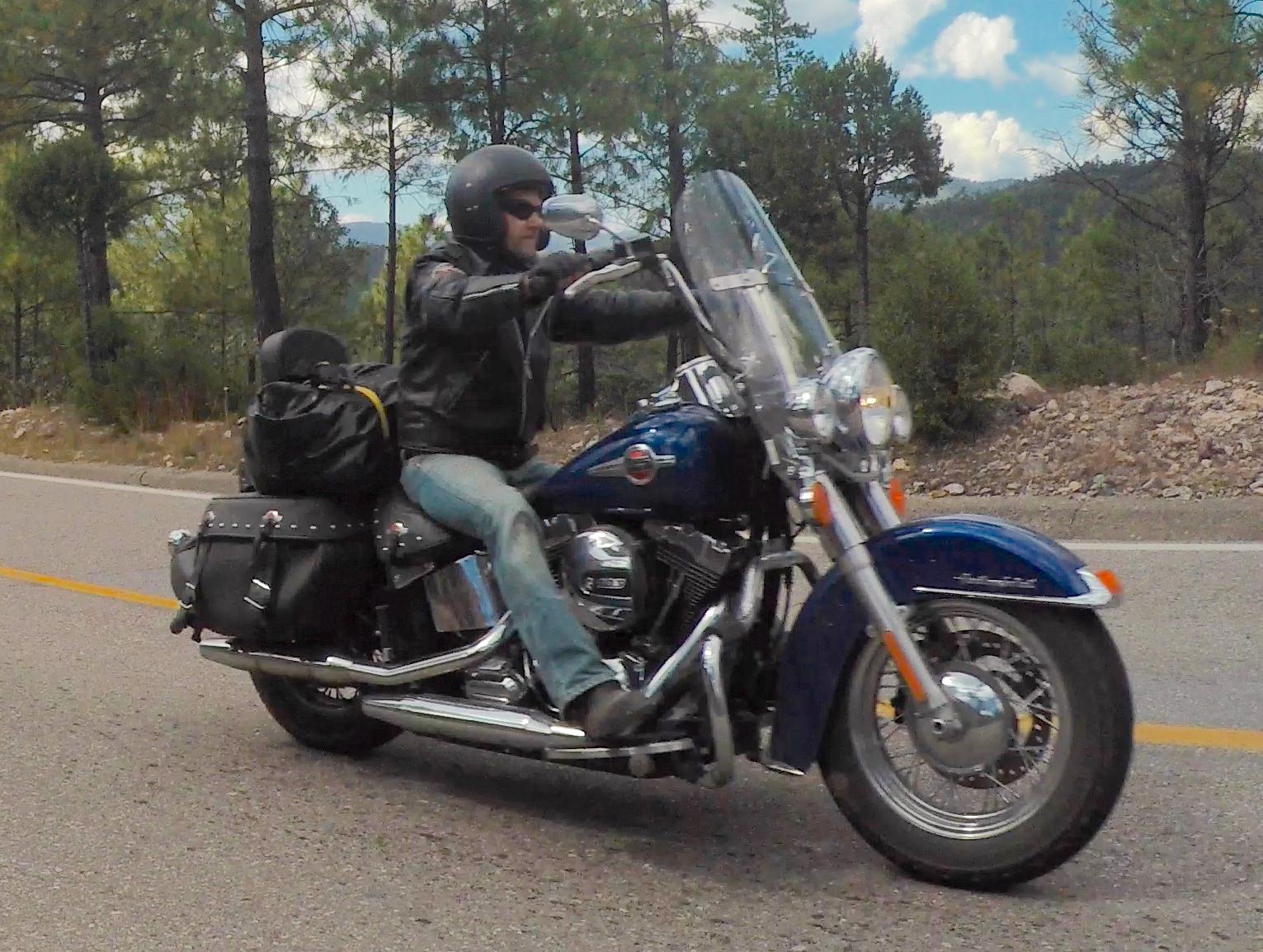Mikko ja Pena matkalla Yecorasta Creeliin. Sierra Madre, Mexico.