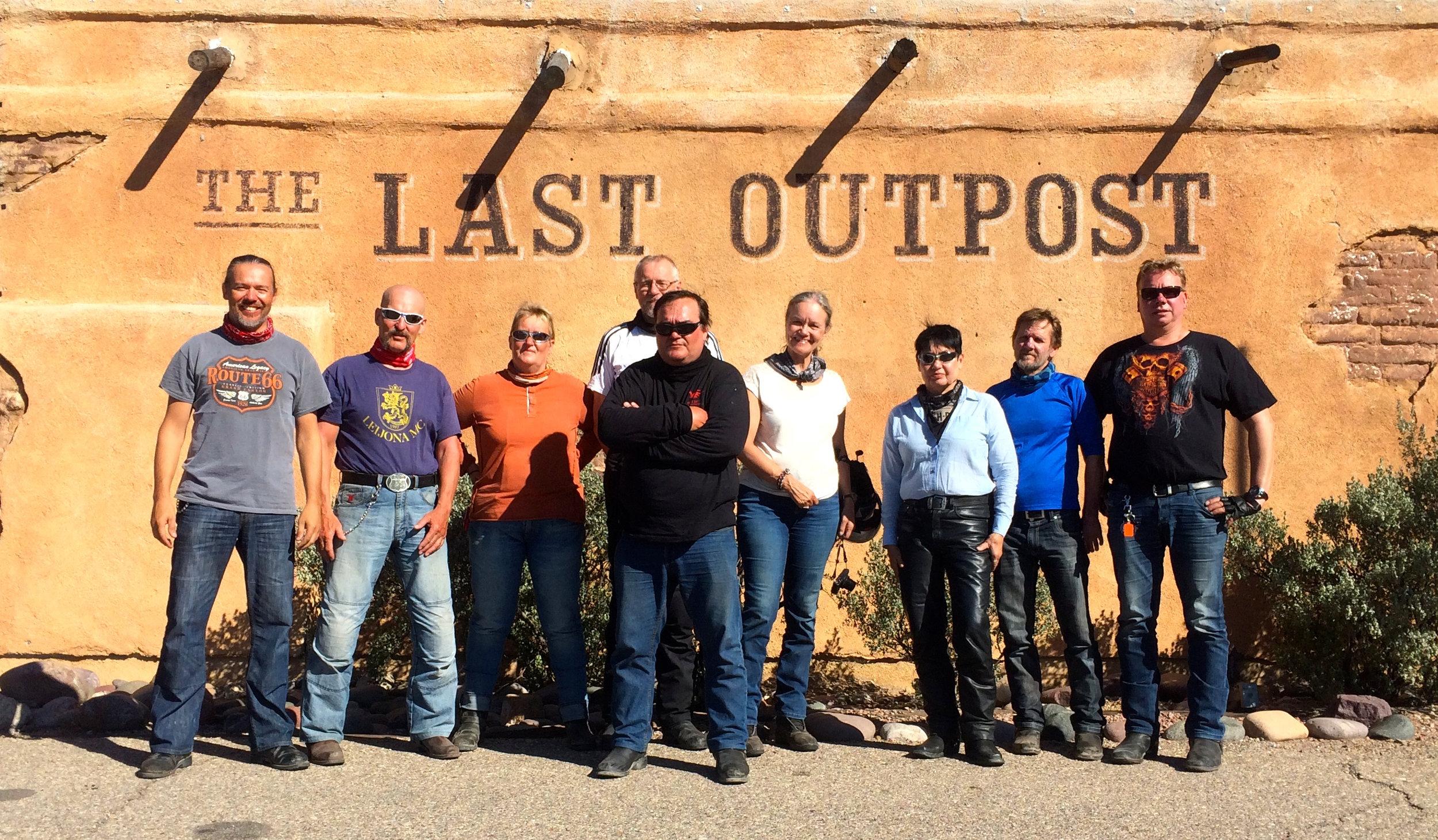 Old Tucsonissa näyttää poseeraukseen tulevan ihan itsestään hieman vivahteita vanhoista westerneistä... Vain revolverit puuttuu...;)
