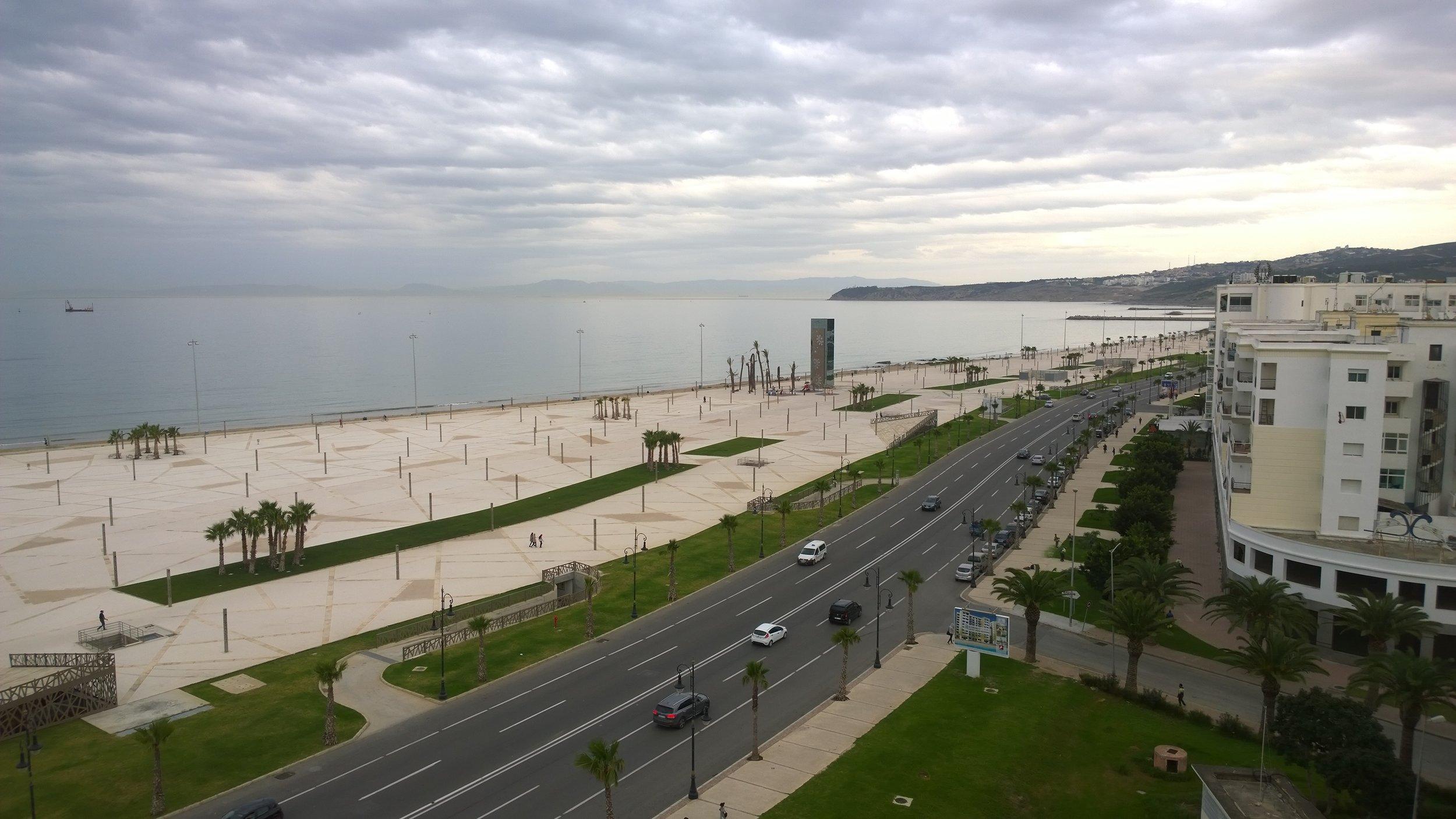Hotellimme aivan lähellä Tangerin satamaa...