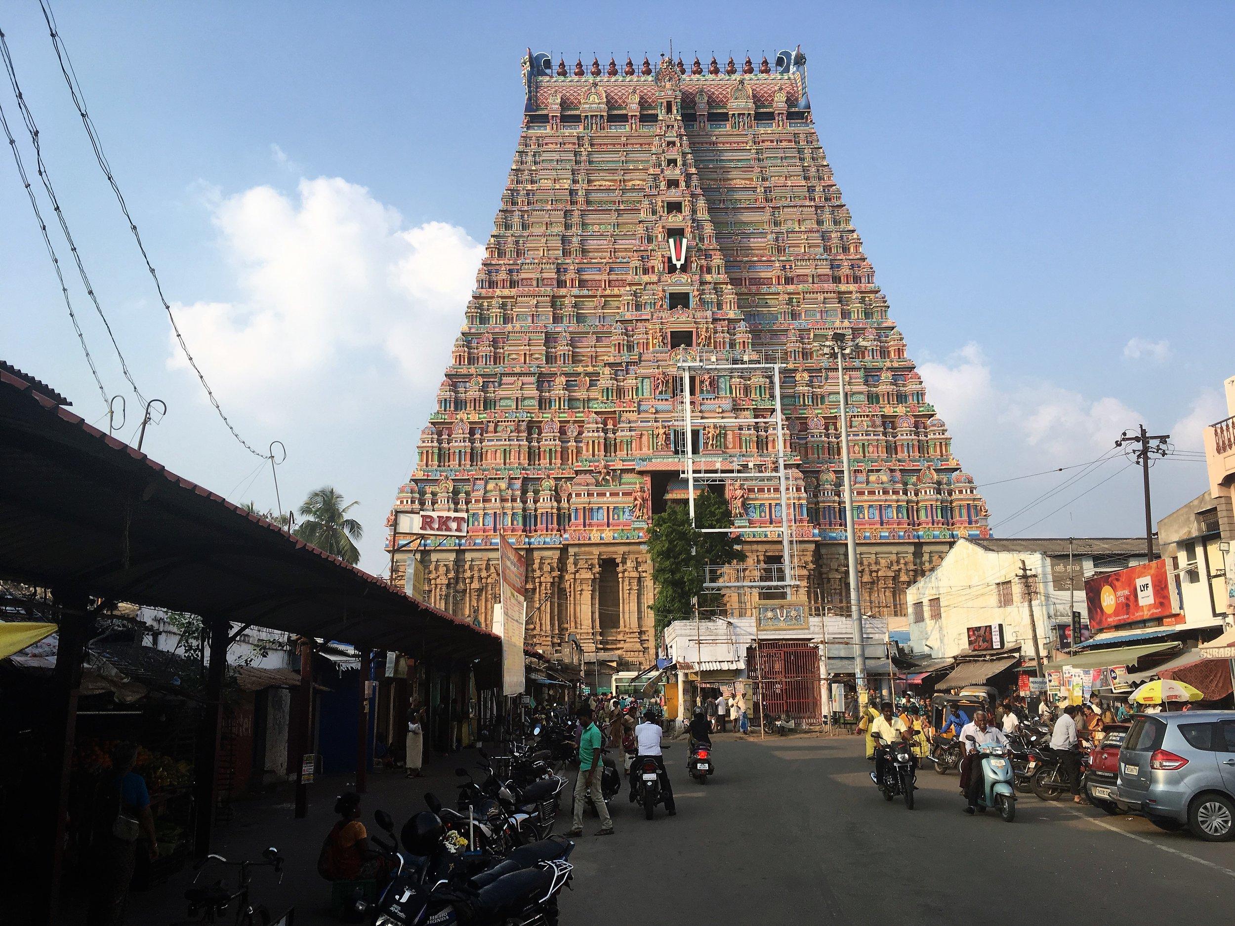 Ranganatswamy temppelialue on yksi maailman suurimmista Hindu pyhistä keskittymistä - omistettu pääjumalalle, Shivalle. Yllä olevassa kuvassa on vasta portti sisäänkäynnin yhteydessä - sisällä ei saanut kuvata ;)