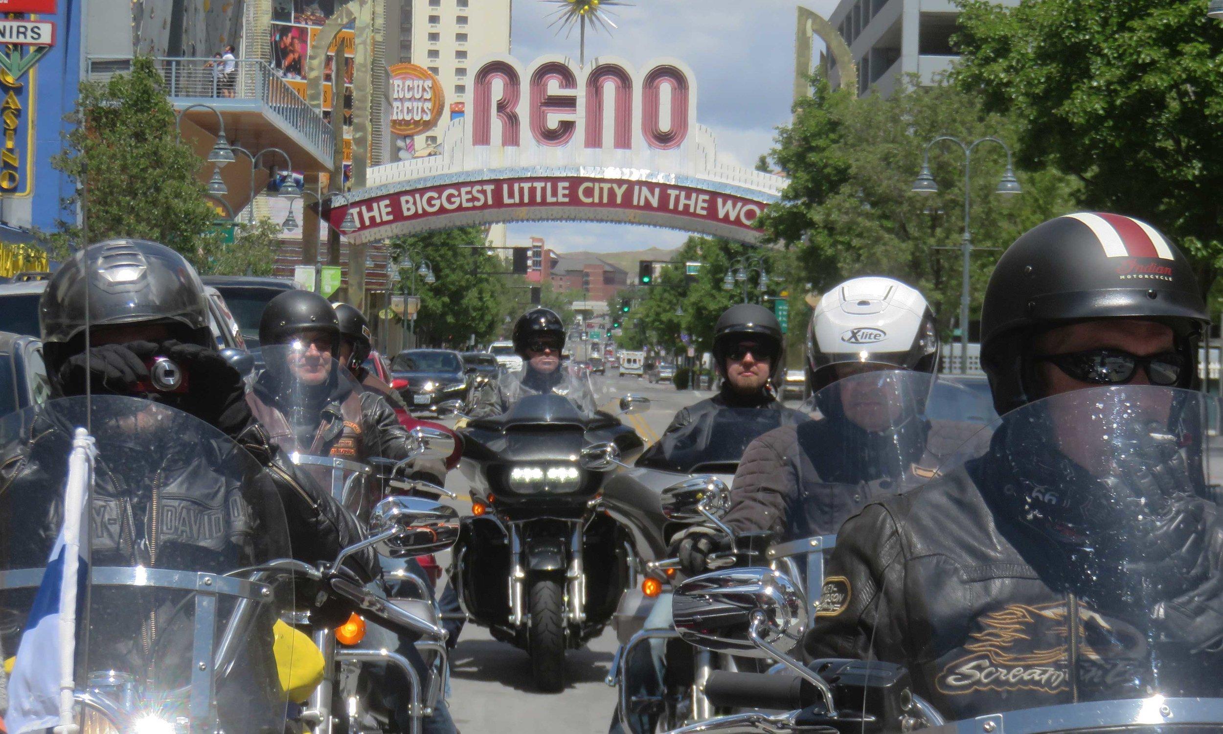 ... Las Vegasin pikkuveljessä Renossa!