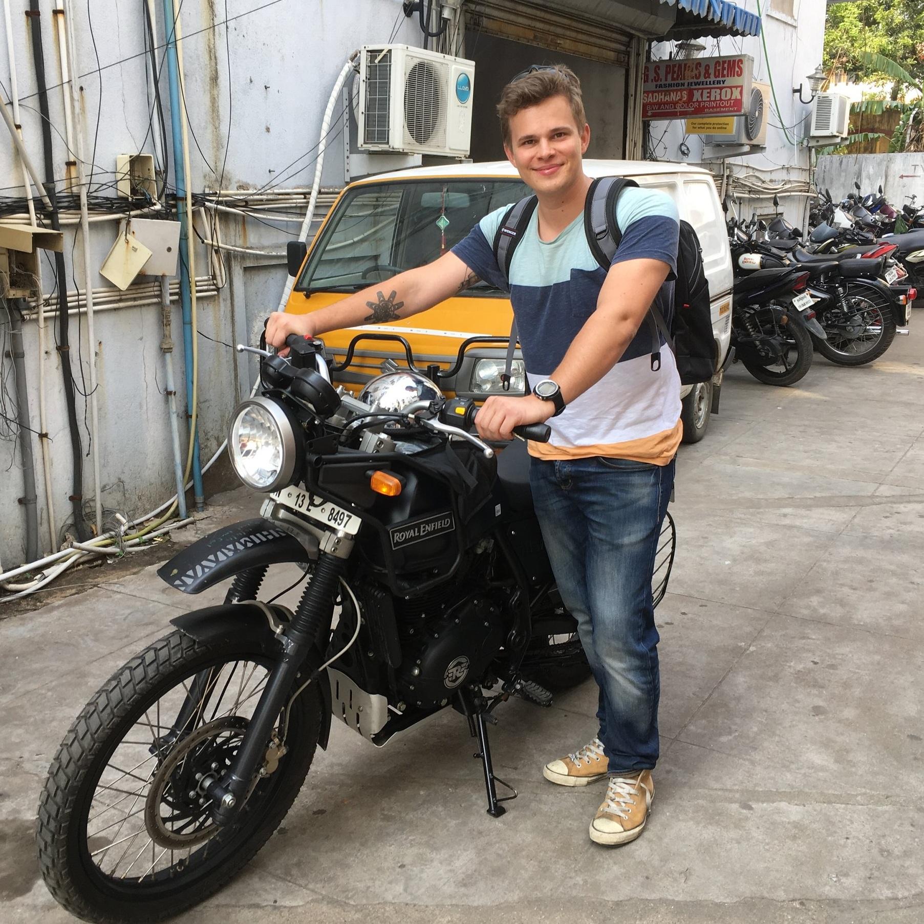 Dani Amosov | +358 40 774 2284 dani@peterpanbike.fi - Matkanjohtaja, liikkuvan kuvan harrastaja ja elämäntapamotoristi.Myynti, markkinointi ja matkojen suunnittelu. Osakas.