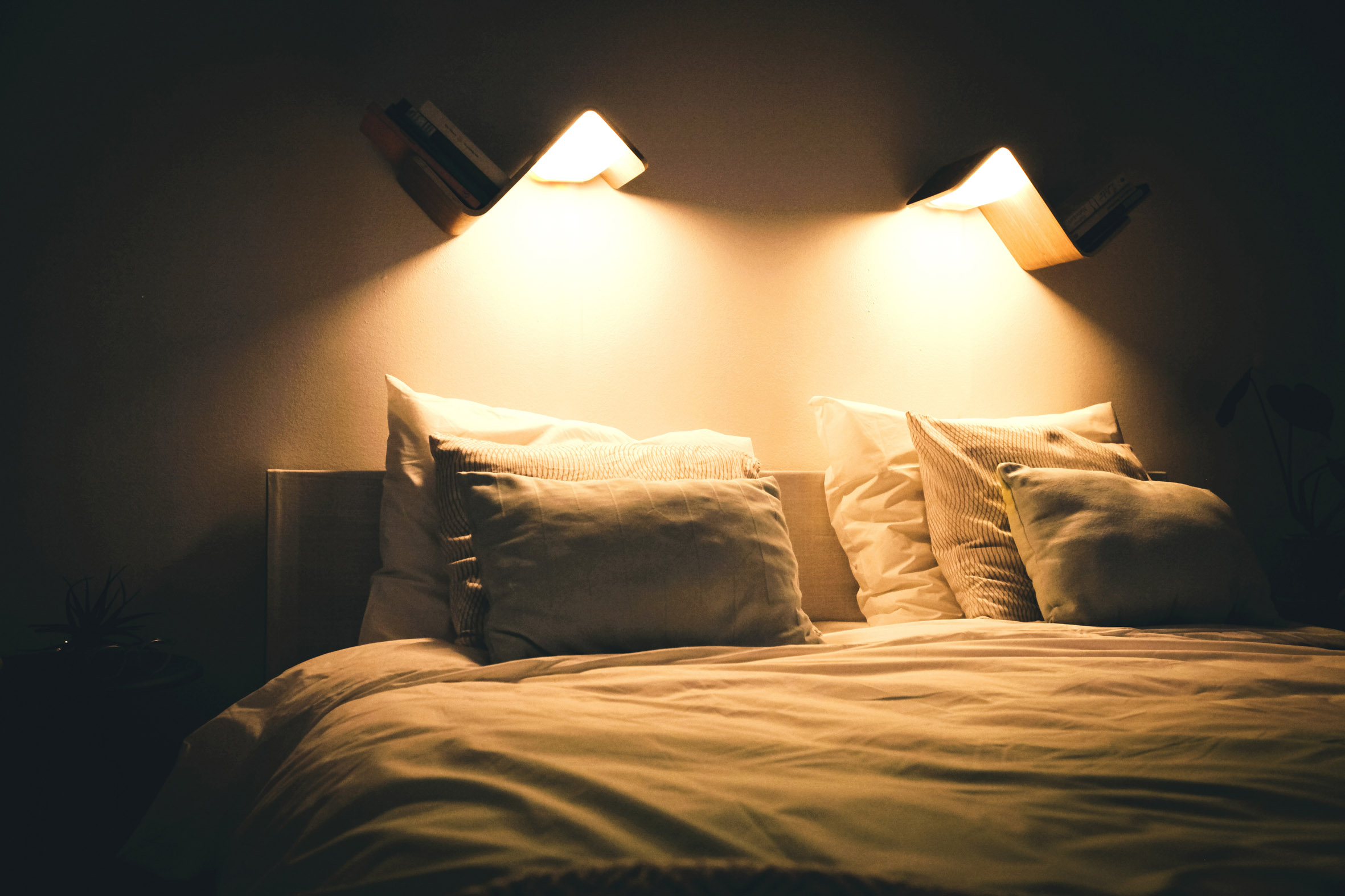 Image of: Lililite Reading Lamp The Ultimate Bed Lamp