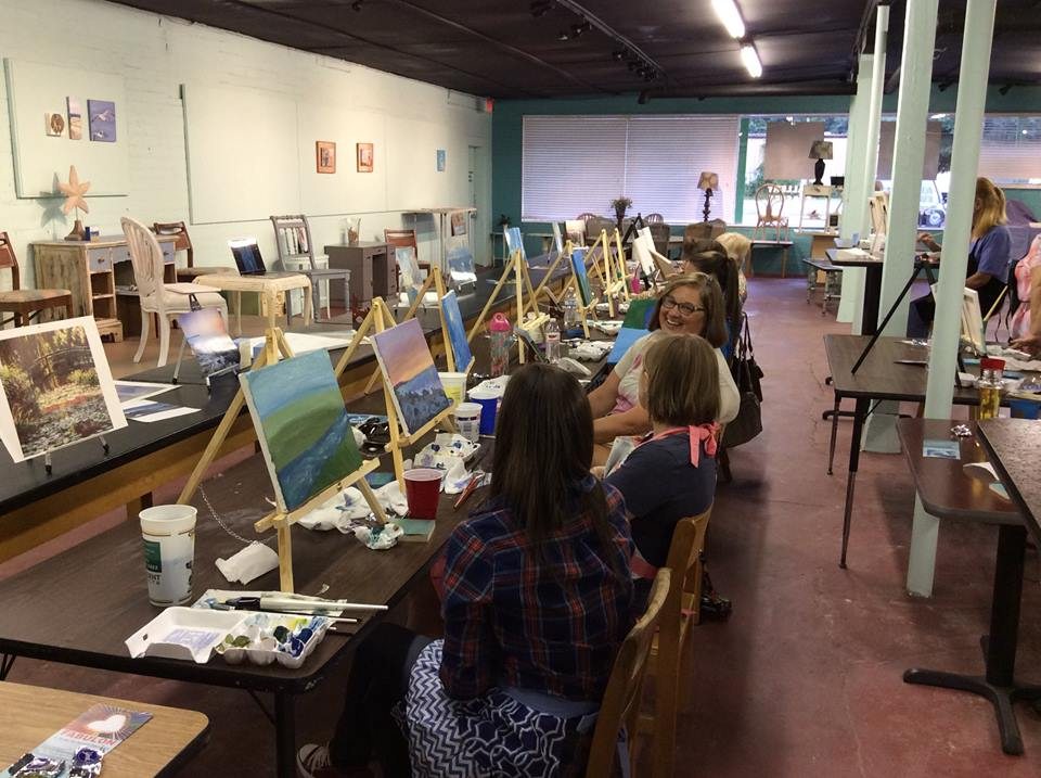 A Fabulon painting class in action
