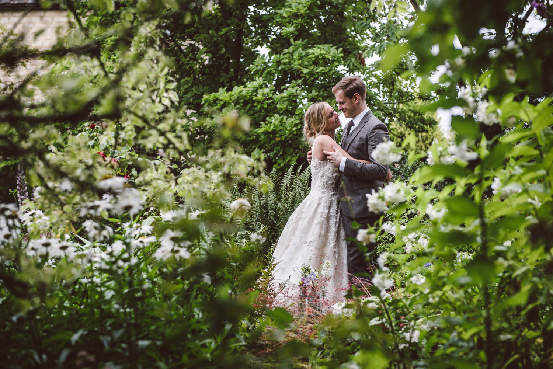 BURFORD ENGLISH GARDEN WEDDING