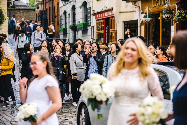 windsor-wedding-tourists-watching.jpg