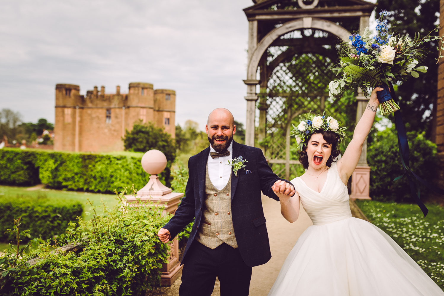 bride-and-groom-celebrate-at-kenilworth-castle.jpg