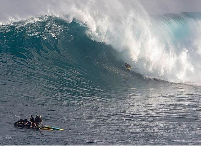 Surf instructor @andrew_d_karr did he just catch the best body board wave ever at Jaws yesterday?!?! 🎥 @varney.john  #CaptainStoked #KarrNage #TheGoods #Nectar #UndergroundCharger #BigWaveLove #MadDog #Peahi #Jaws #OpeningDay #NyCharger