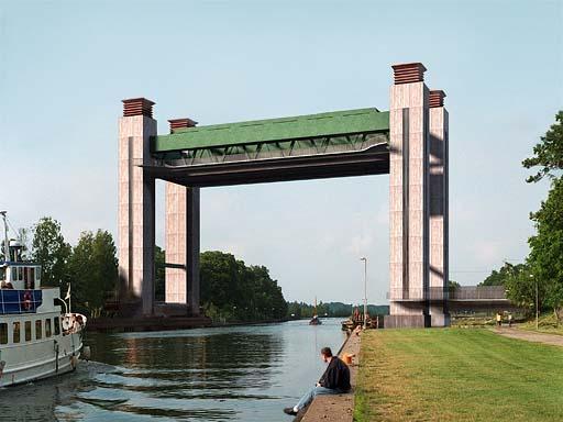 Göta Kanal med höjbar järnvägsbro