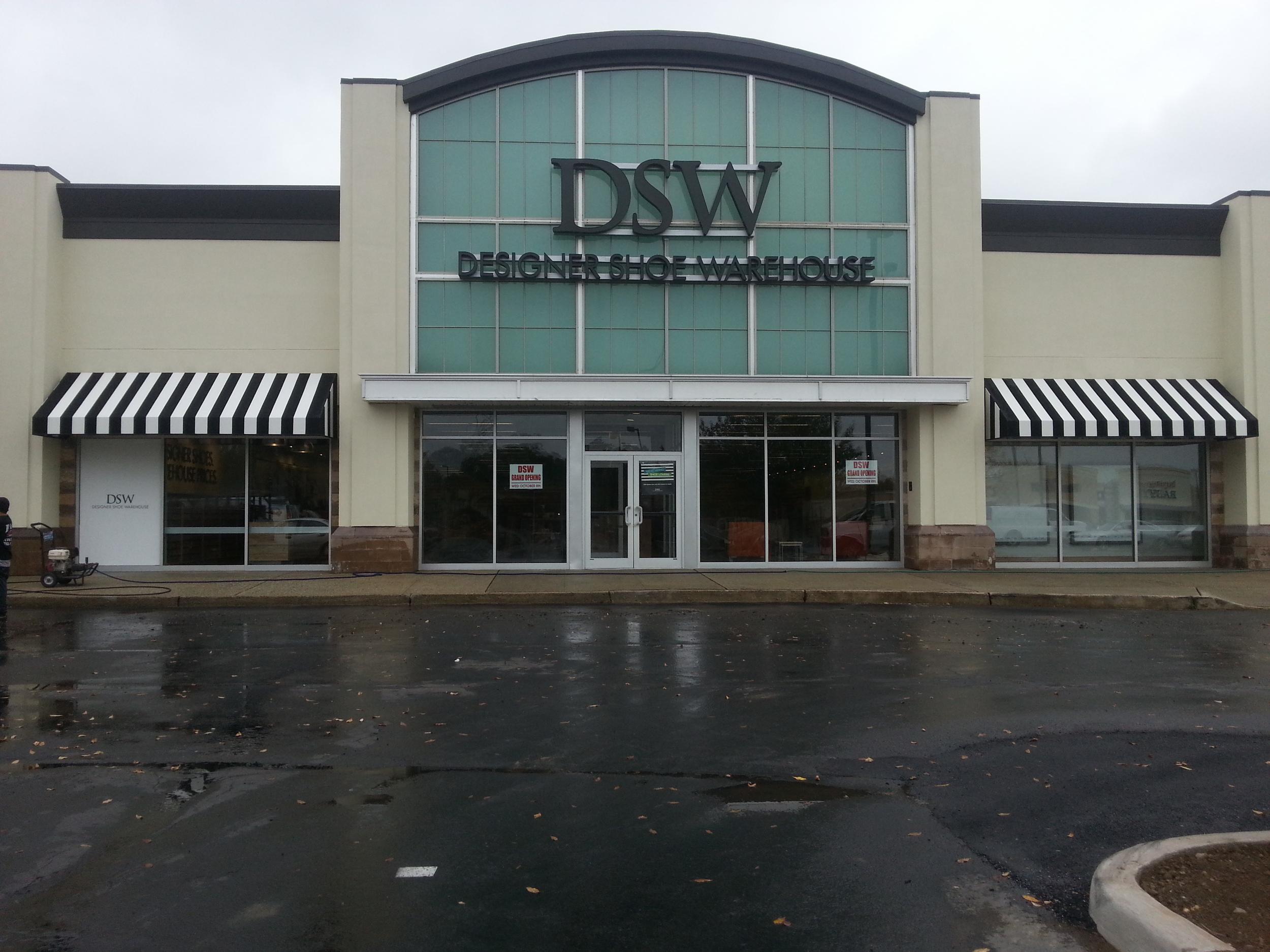 DSW - Livingston - Awning Install.jpg