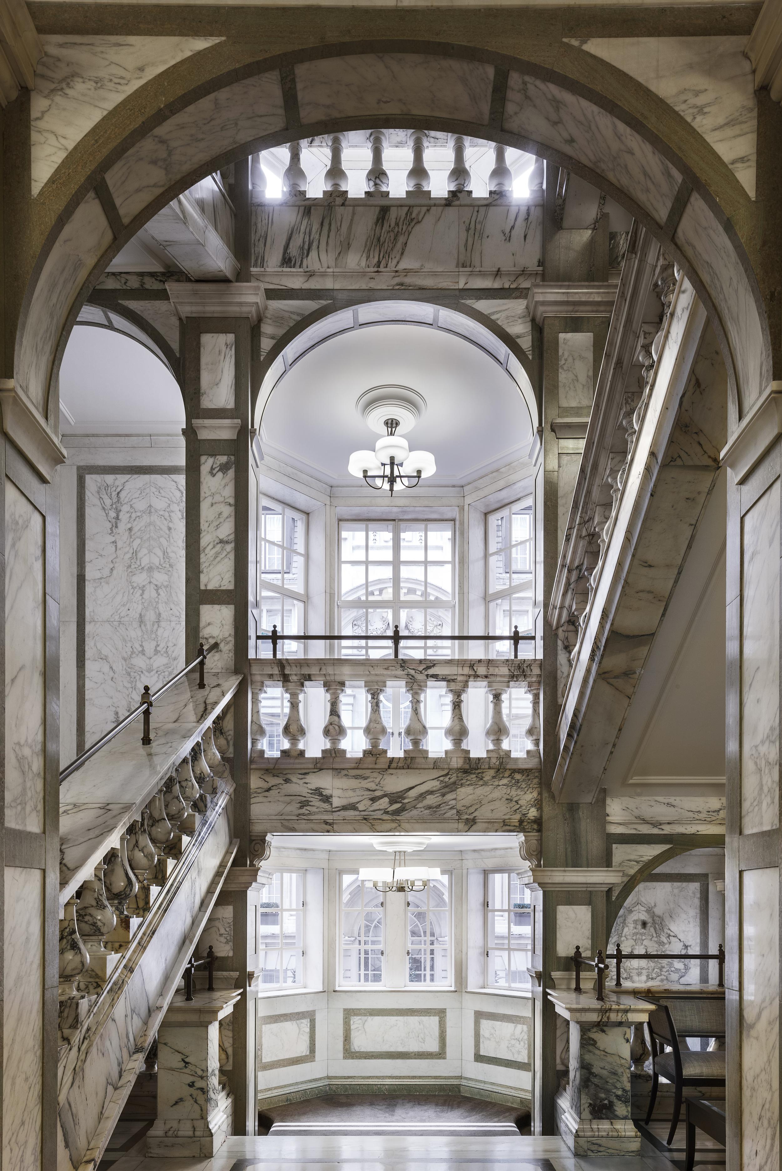 LDN_61385526_Rosewood_London_Grand_Marble_Staircase_2.jpg