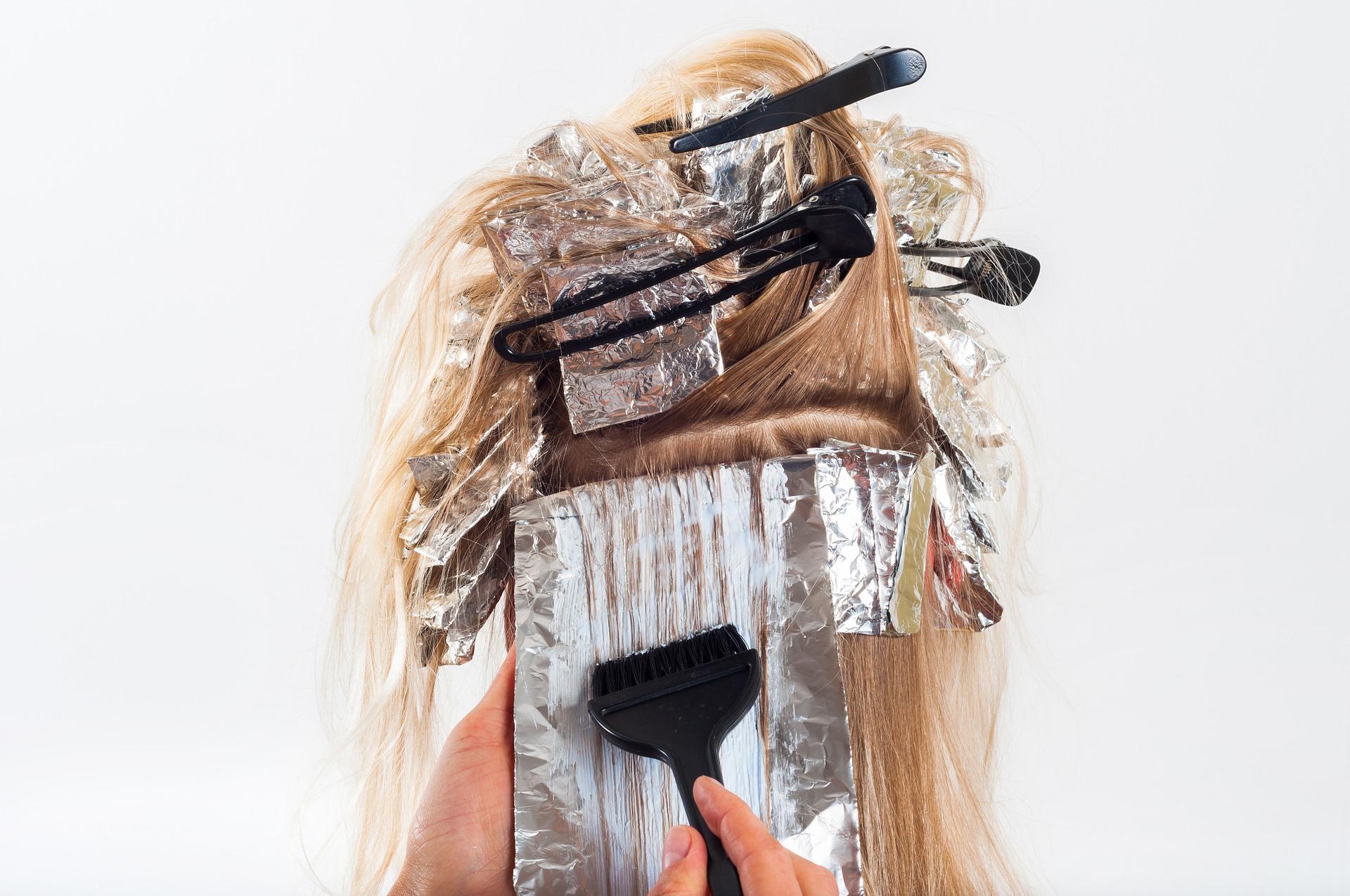 salon foil highlights blonde