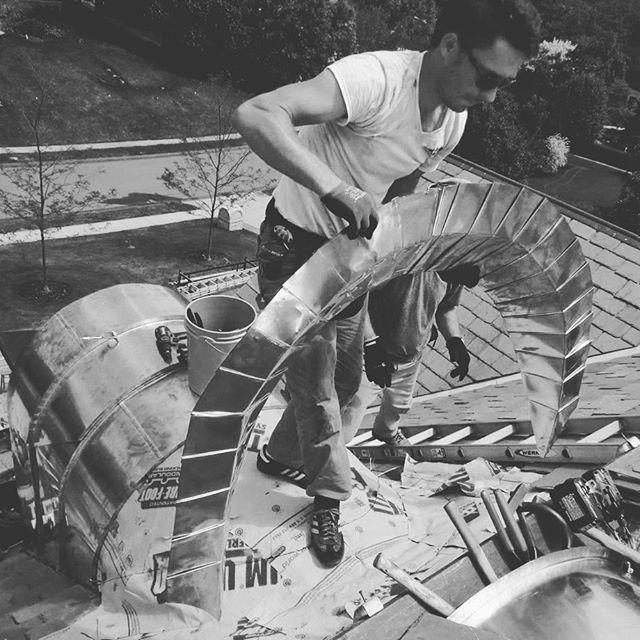 #slate #roofing #roof #barreldormer #barreldormers #copper #copperart #copperartist #copperroof #copperroofs #curvedcopper #curvedcopperroof #stretched #pleatedvalley #pleatedcopper