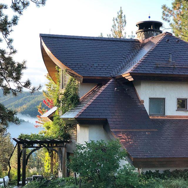 #slate #slater #welsh #slateroofing #roofing #roofer #roof #slatevalley #sweptvalley #copper #architecture #purple #purpleslate