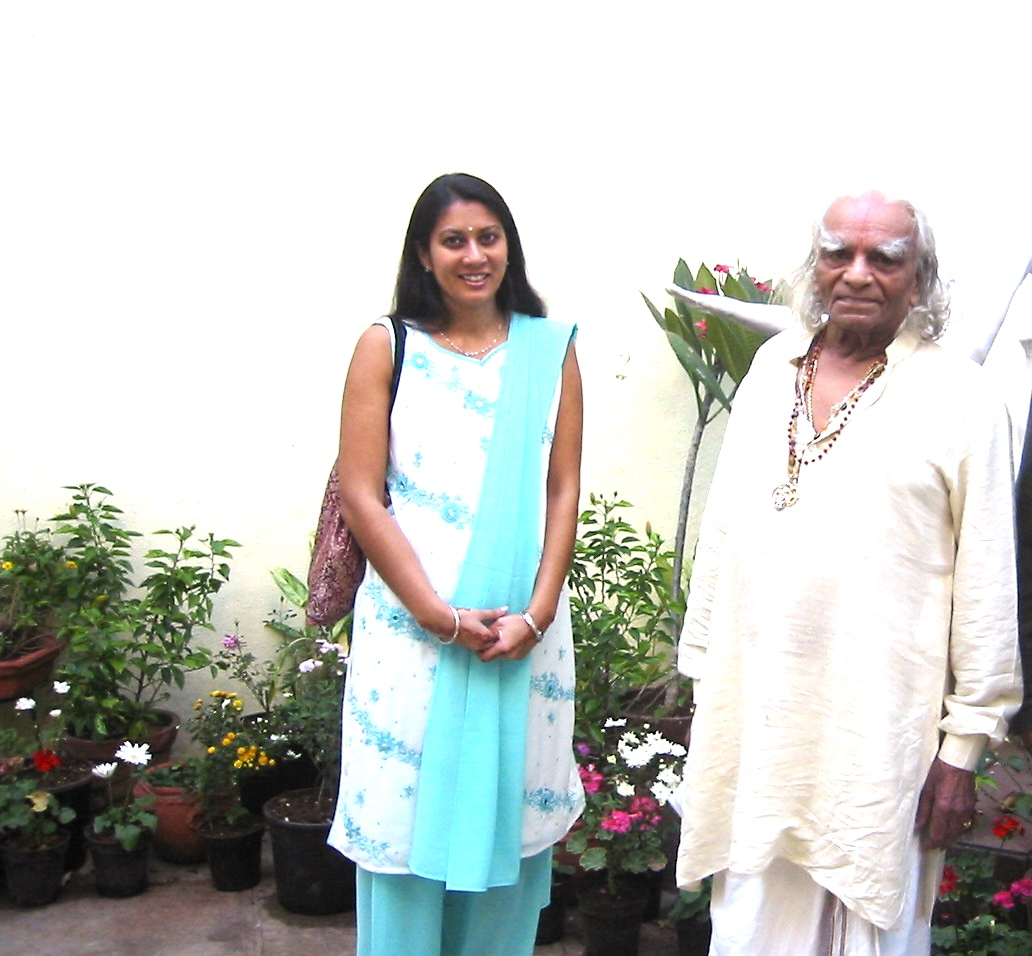 2005 with Iyengar guruji.jpg