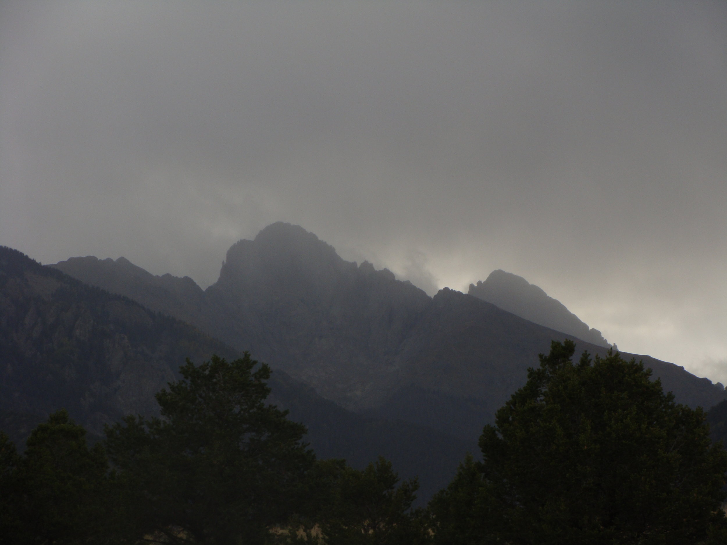 A Shroud of Clouds and Blessed Rain in the Sangres!