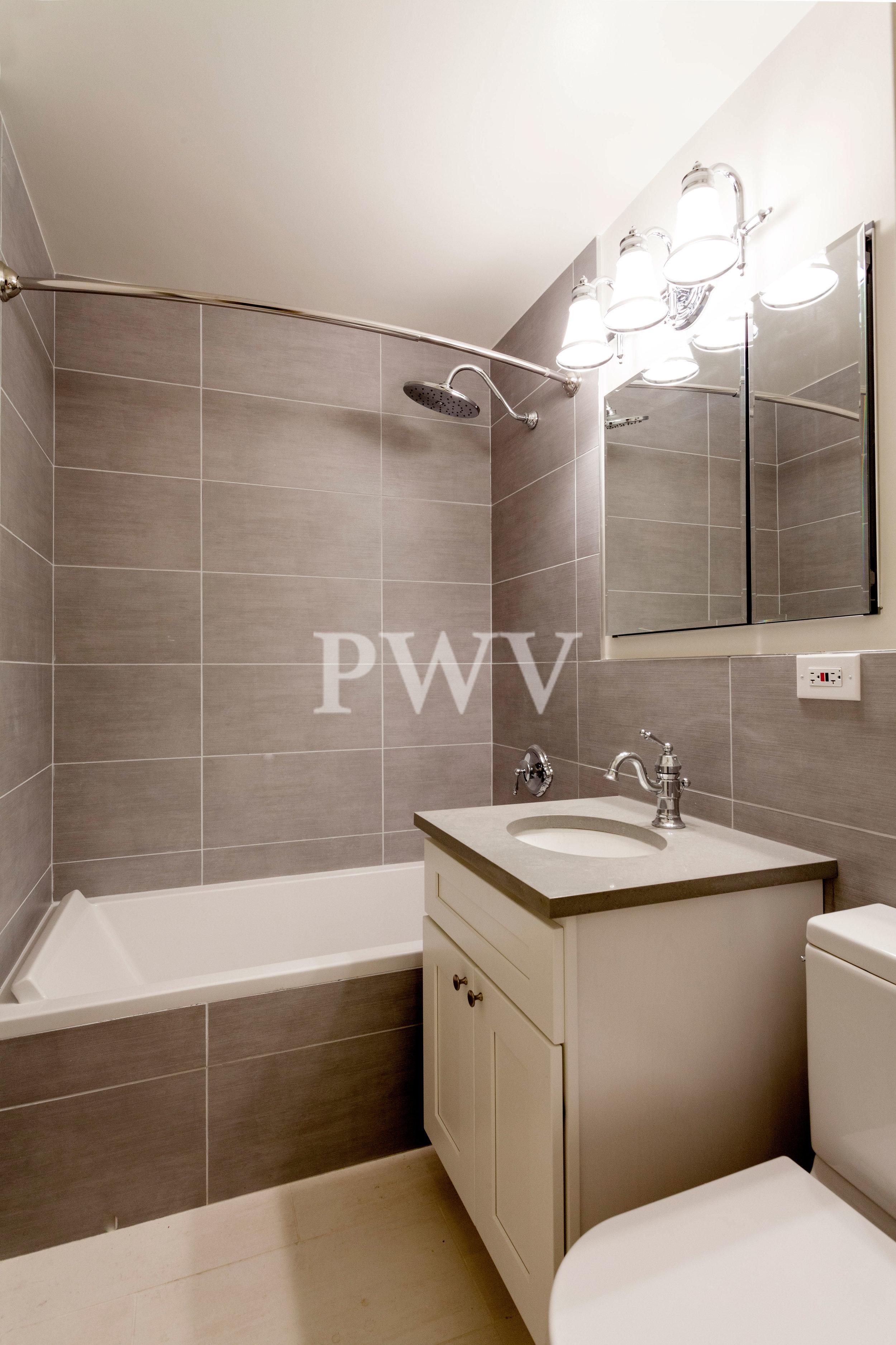 784-14n-Bath.jpg