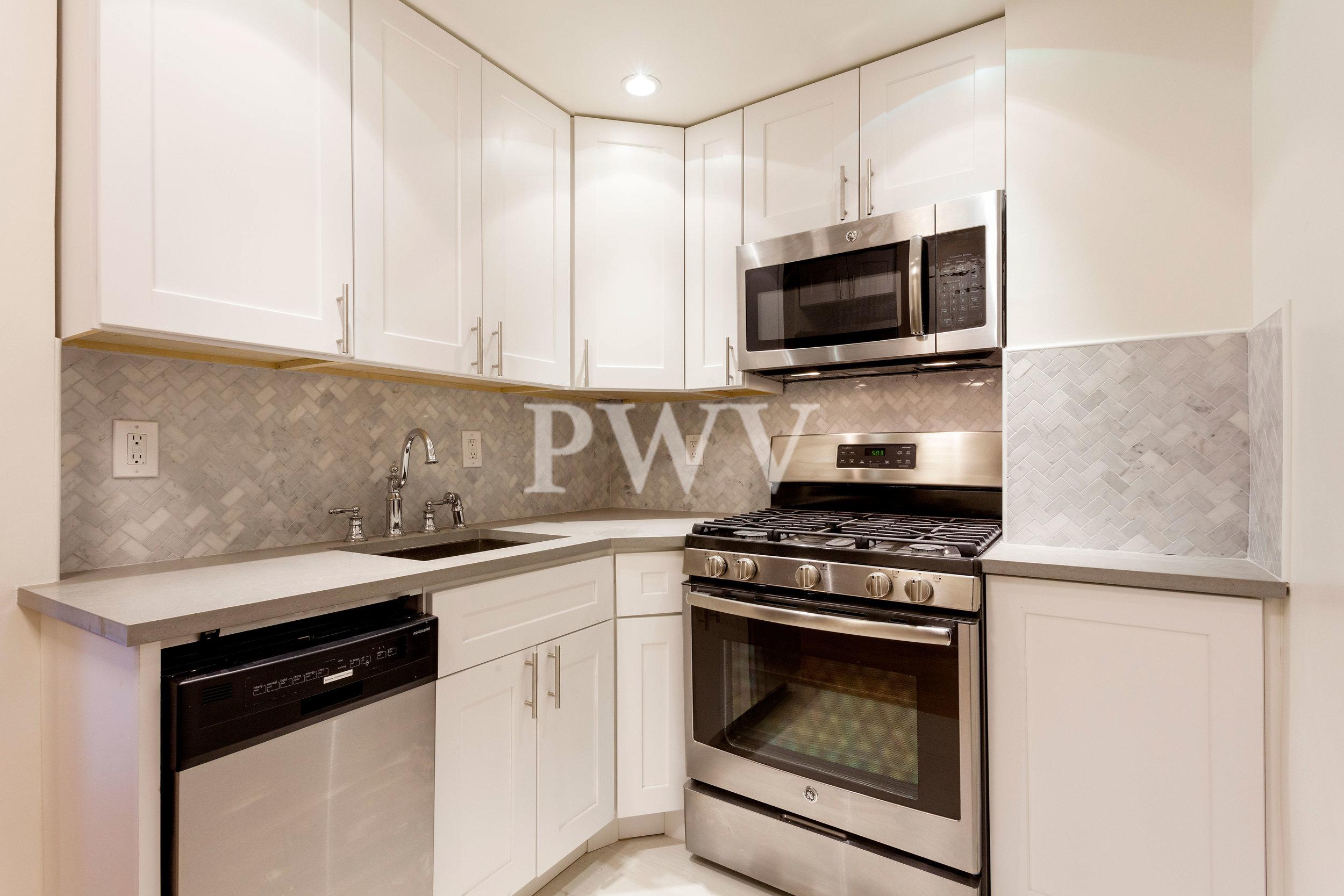 788-7s-Kitchen.jpg