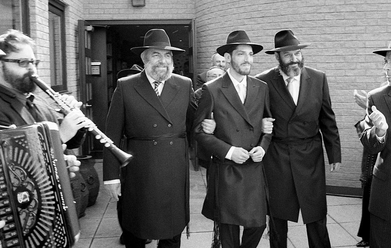 New-York-City-Hasidic-Jewish-Wedding-Manhattan-Beach-NYC-Photojournalistic-Wedding-Photography-Jacek-Dolata-35mm-medium-format-film-8.jpg