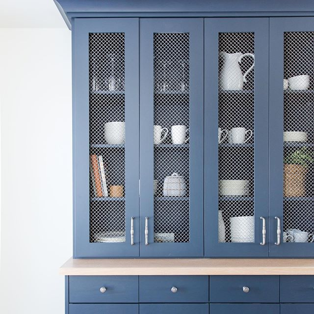 Happy FriYay Friends! I designed this hutch for my client @riverbottomsranch to give extra kitchen storage space and take advantage of what would otherwise have been wasted space.  Hope you are all looking forward to a fun weekend! 📷: @kateosborne