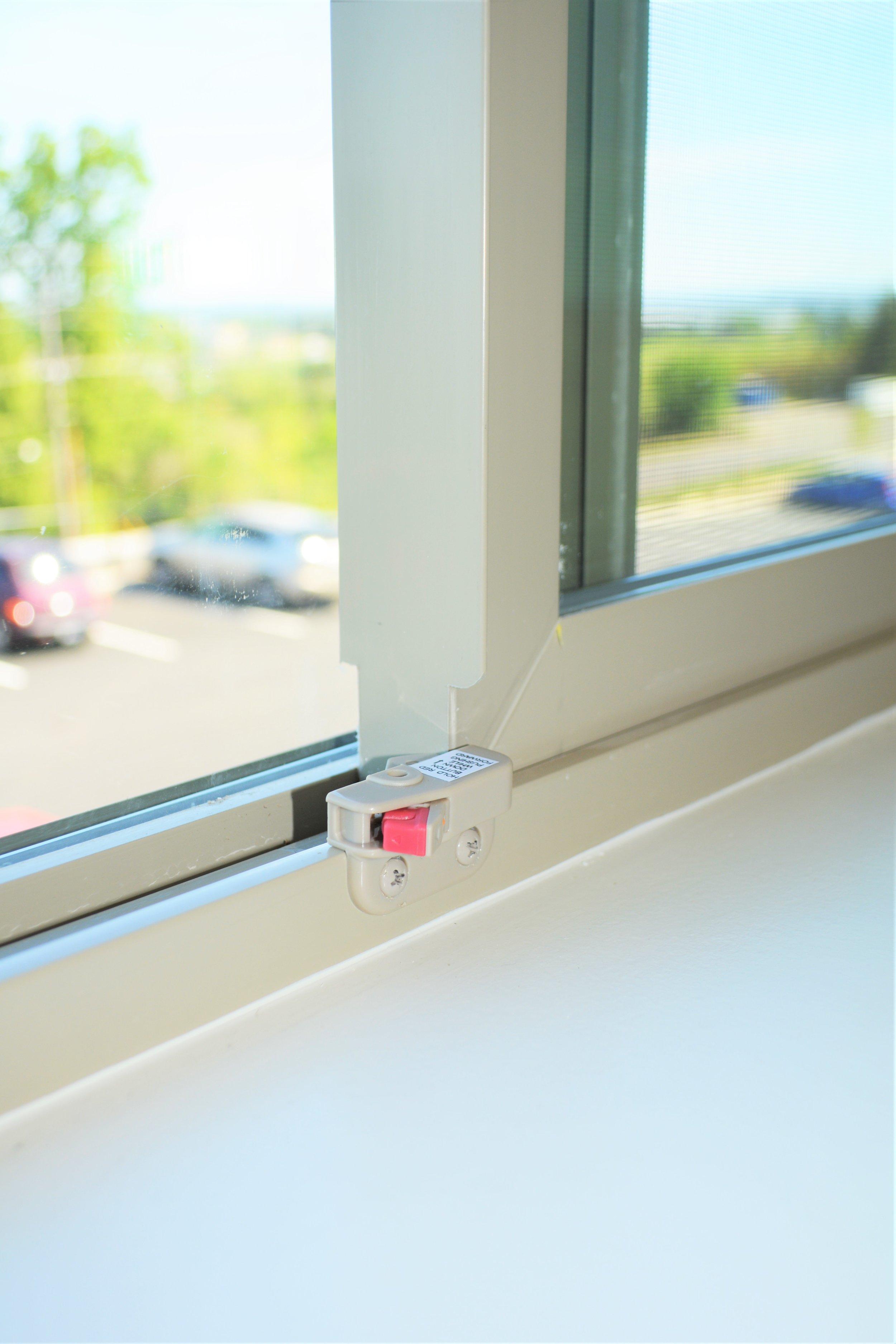 window lockswindow sil.JPG