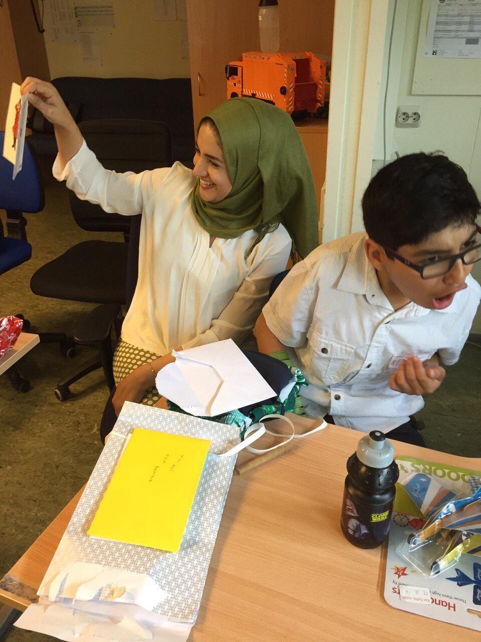 På bursdagen til Ali (A14) var det gaver og god stemning. FOTO: Privat