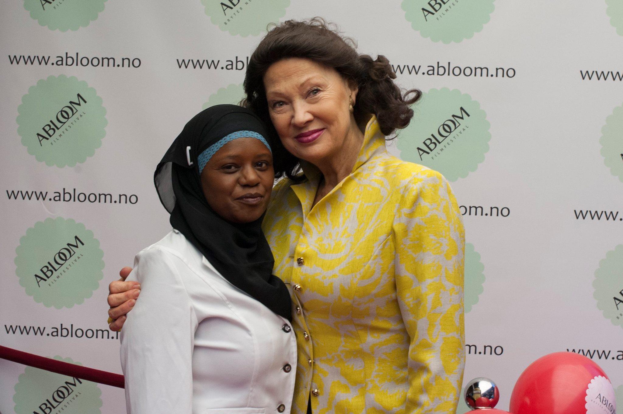 Åse Klevelands dype vennskap med organisasjonsdirektør Faridah Nabaggala har vært en viktig del av Ablooms historie, noe Dagsavisen skrev en featurereportasje om i forbindelse med festivalen.