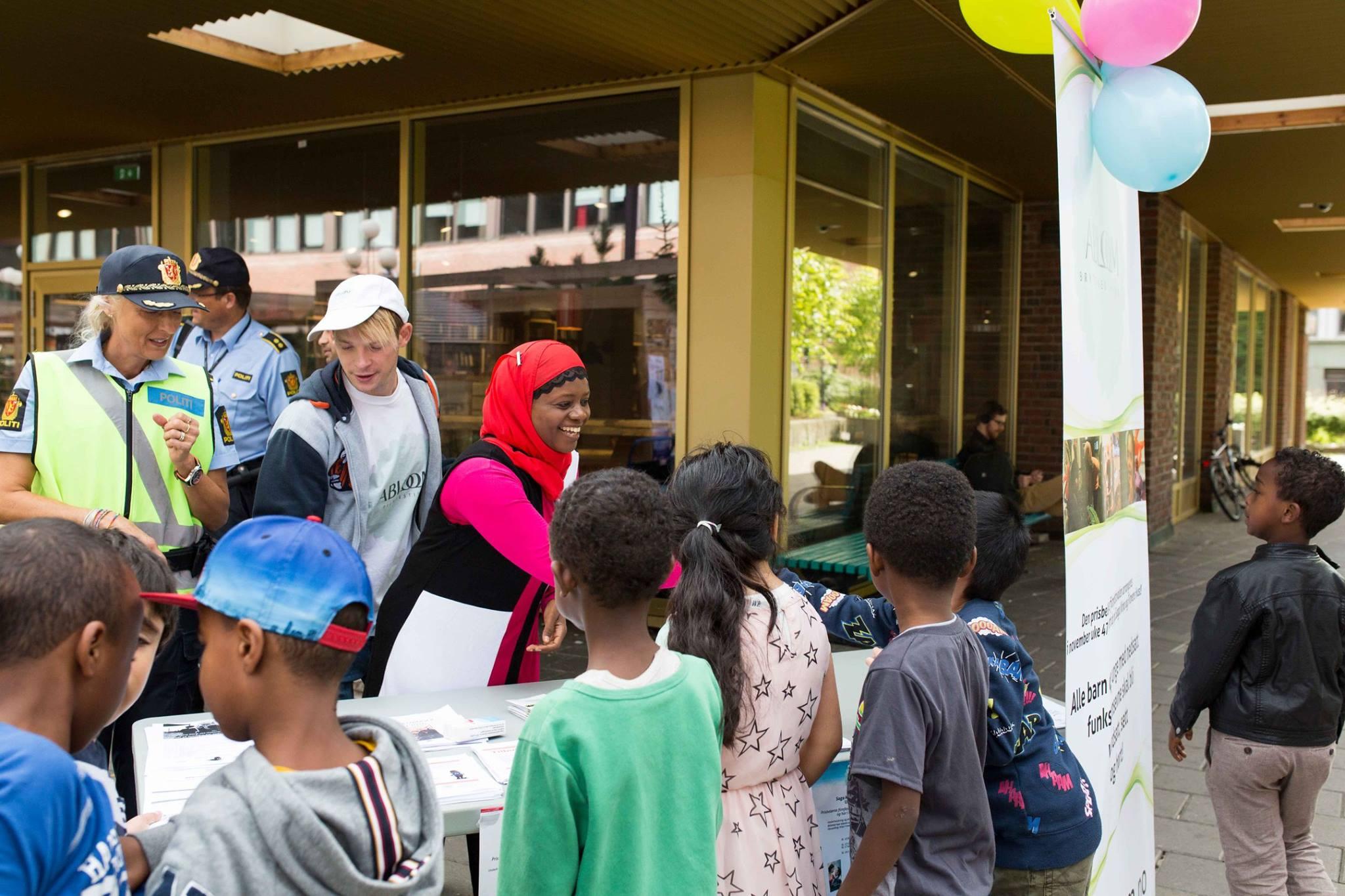 Faridah i aksjon på et av organisasjonens mange arrangementer. Foto: Abloom
