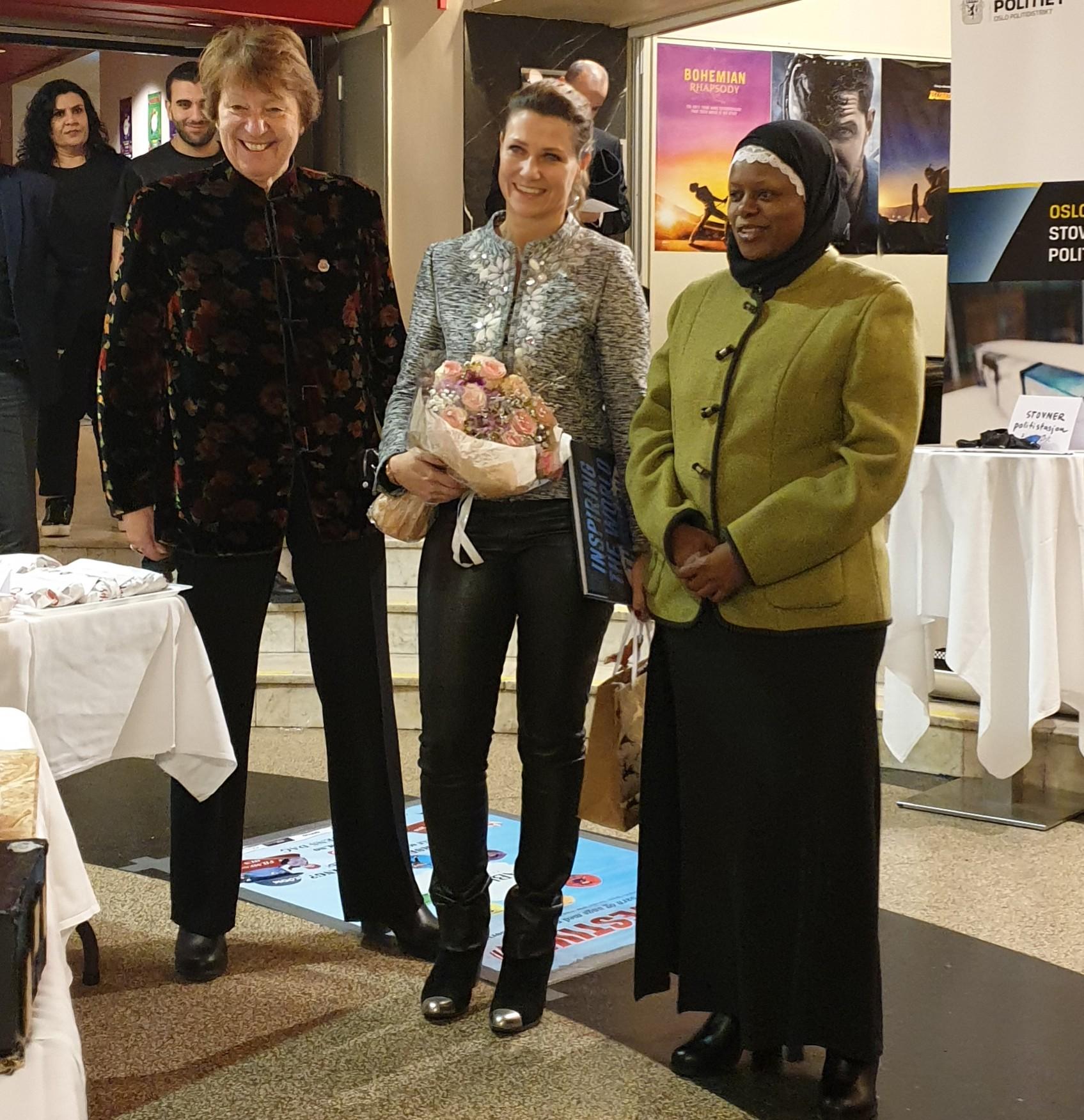 F.v. Ordfører Marianne Borgen (SV), Prinsesse Märtha Louise og Abloom-leder Faridah S. Nabaggala sammen under Abloom Fagkonferanse 2018. Foto: Bjørn Lecomte