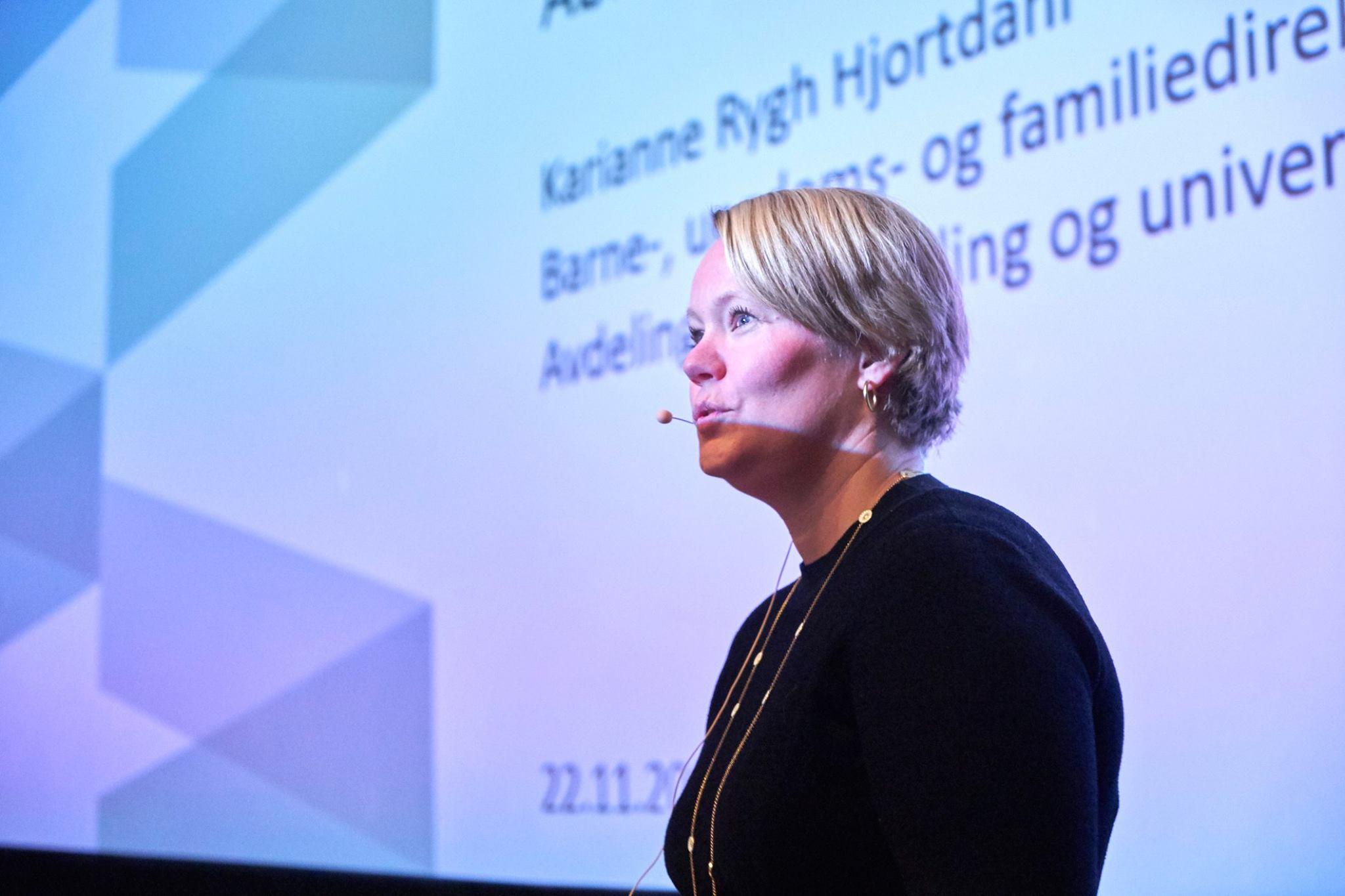 Karianne Rygh Hjortdahl fra Barne-, ungdoms- og familiedirektoratet på Abloom Fagkonferanse. 22. november 2018 på Saga Kino.