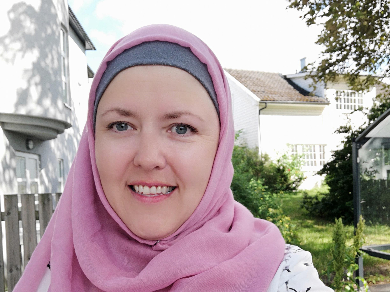 Monica Salmouk fra Moss er vår nye Abloom-venn. Hun er mor til en gutt med selektiv mutisme, men er også fagperson og jobber med tilrettelegging for barn med spesielle behov. Foto: Privat