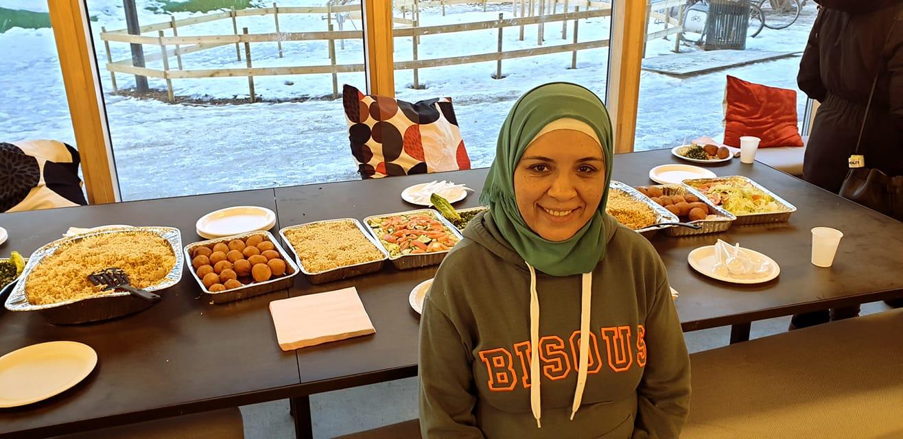 Abloom-ansatt Najwa hadde laget mat til alle sammen.