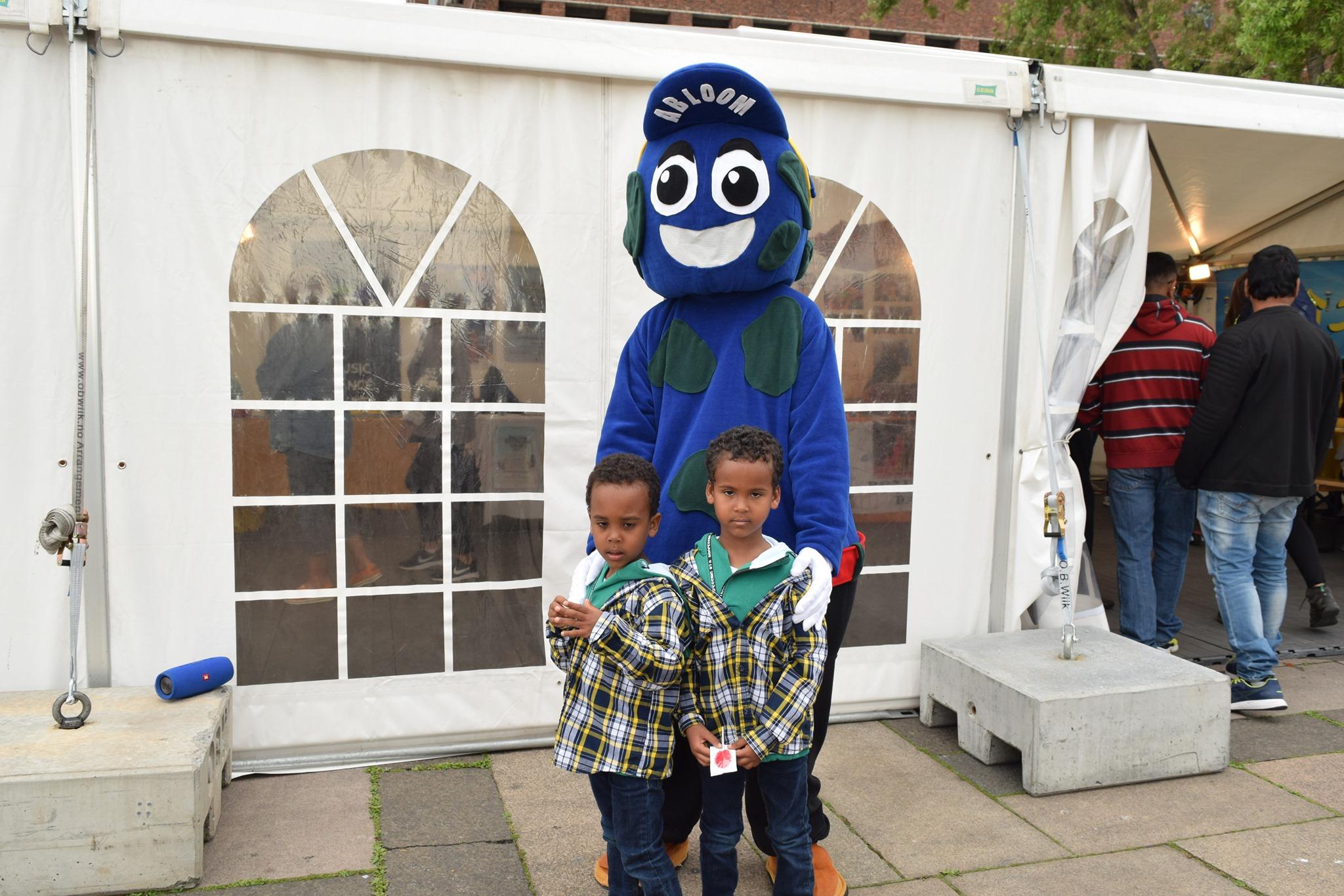 Mohsin elsket å se hvor glade barna ble for å få hilse på Abloom.
