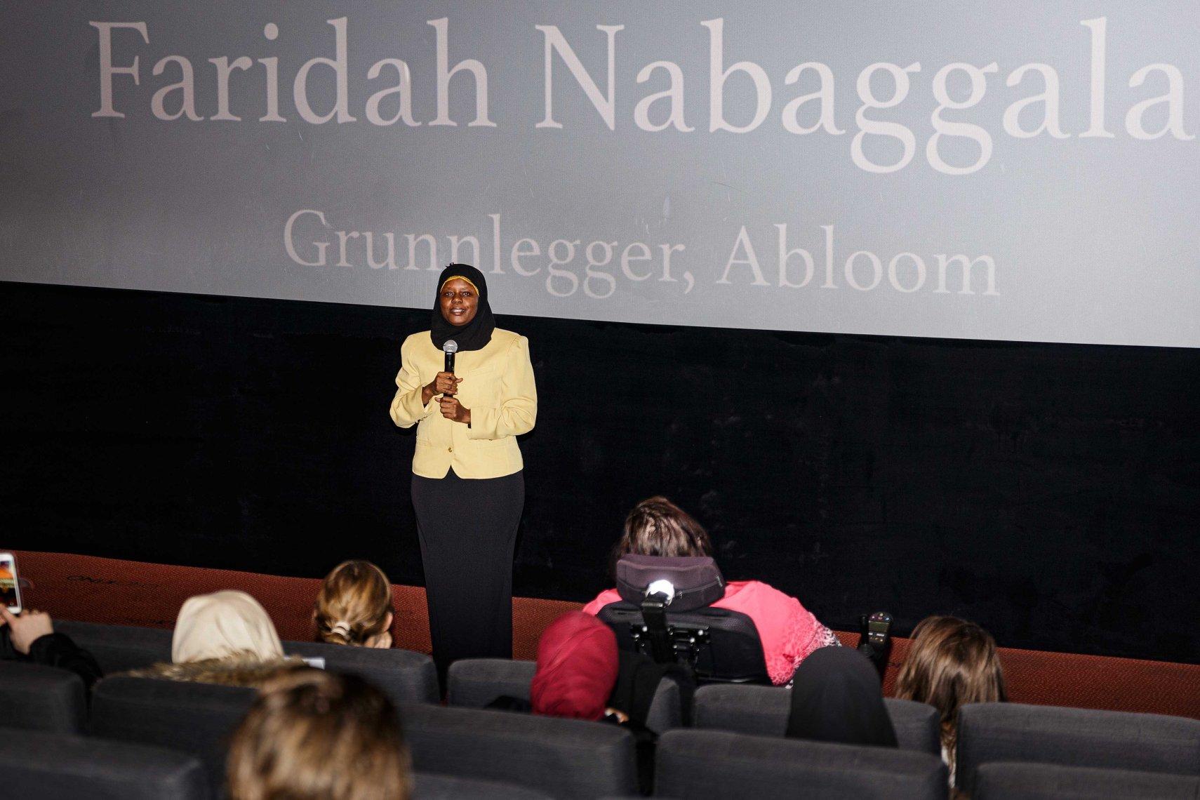 Festivaldirektør Faridah Shakoor Nabaggala snakker under årets familiedag. Foto: Alf Andreas Grønli Simensen.