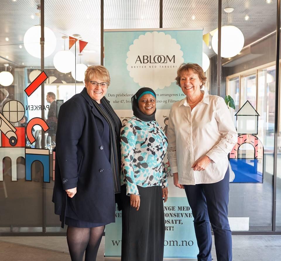 Daværende kulturminister Trine Skei Grande (V), Ablooms leder Faridah Nabaggala og Oslos ordfører Marianne Borgen. Her på signeringsseremonien til felleserklæringen i 10. april 2019.