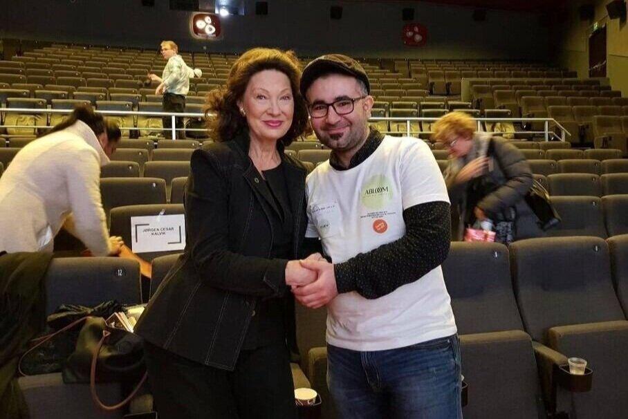 Vår kjære frivillige Radwan Baki sammen med Abloom-venn Åse Kleveland. Foto: Abloom