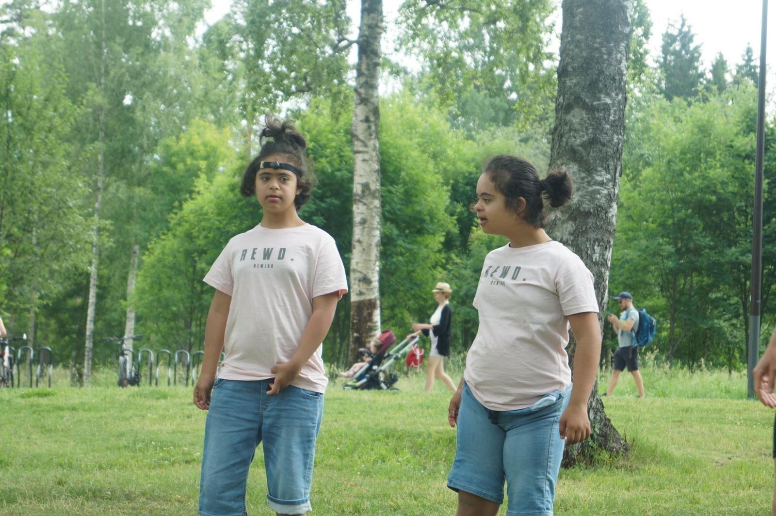 Her koser Abloom-vennene Neba og Seba seg på Abloom Piknik. Foto: Abloom