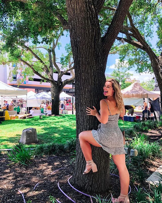 tried to take a ~tReNdY~ pic for the @hydeparkvillage sunday market. ended up taking this one 🤷🏼‍♀️ #BeYoself