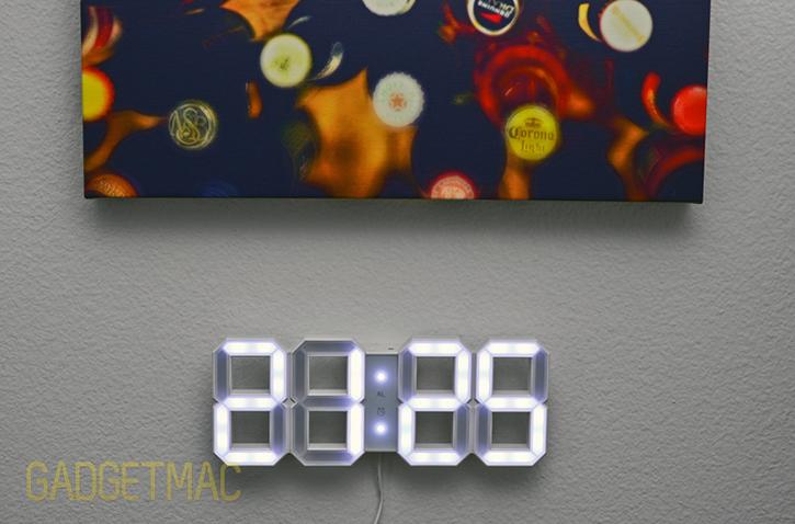 white_and_white_led_digit_clock.jpg