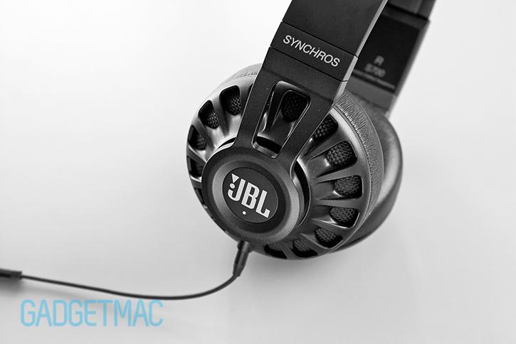 jbl_synchros_s700_headphones_livestage_button.jpg
