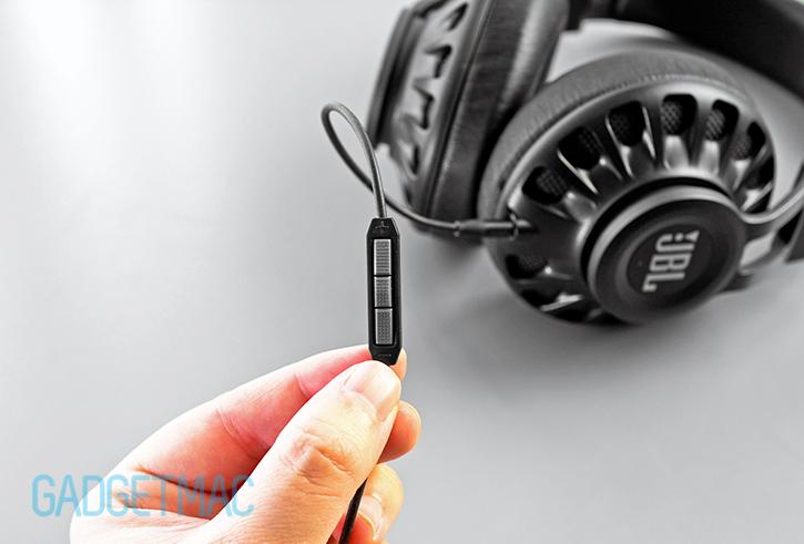 jbl_synchros_3_buttom_remote_control_mic_headset.jpg