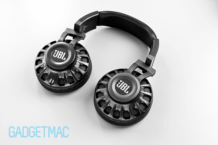jbl_synchros_s700_headphones_black_flat.jpg