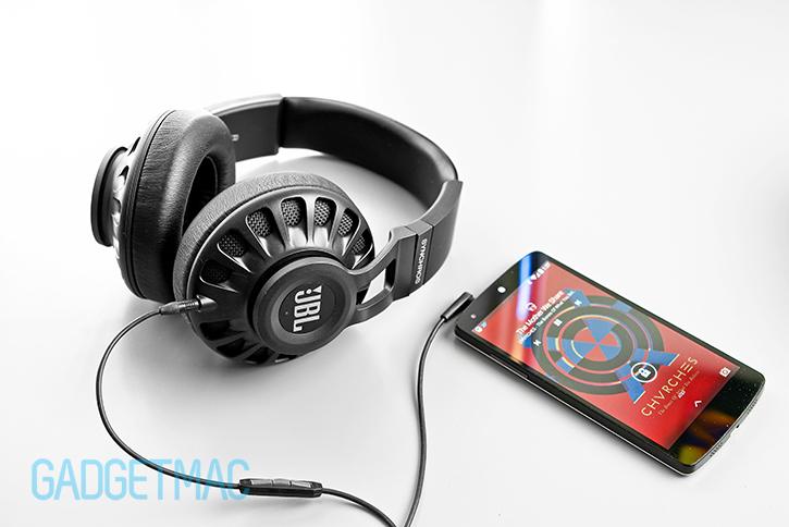 jbl_synchros_s700_headphones_with_nexus_5.jpg