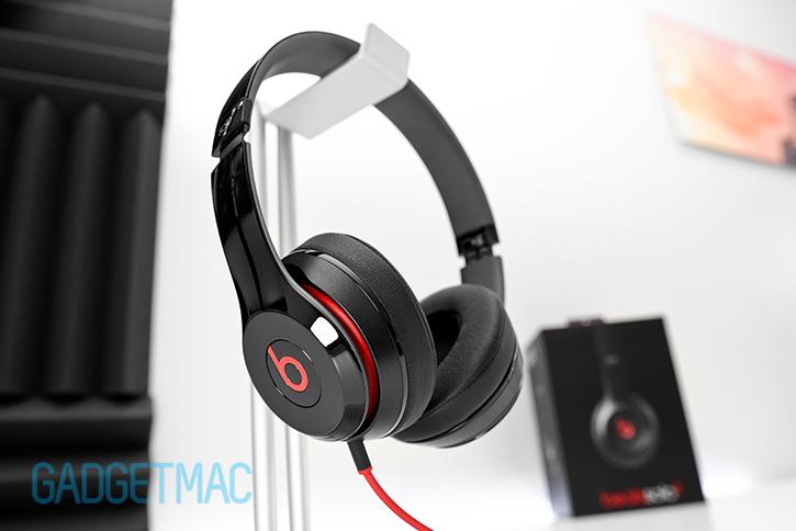 beats_solo_2_headphones_black.jpg