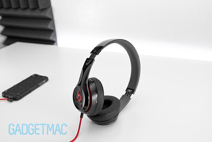 beats_solo2_portable_compact_headphones.jpg