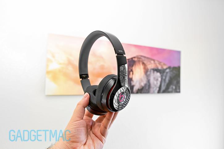 beats_solo_2_headphones_black_hand_on.jpg