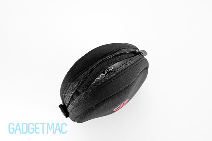 beats_solo_2_headphones_black_carry_case.jpg
