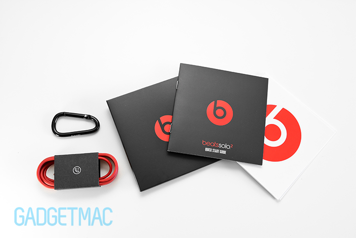 beats_solo_2_headphones_included_accessories.jpg