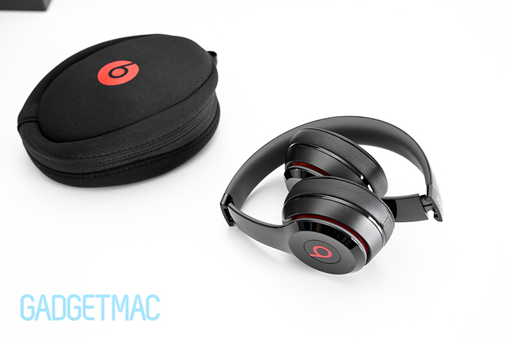 beats_solo_2_headphones_folded_portable_carry.jpg