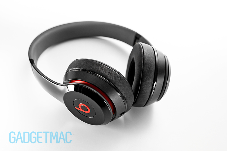 beats_solo_2_headphones_red_black.jpg